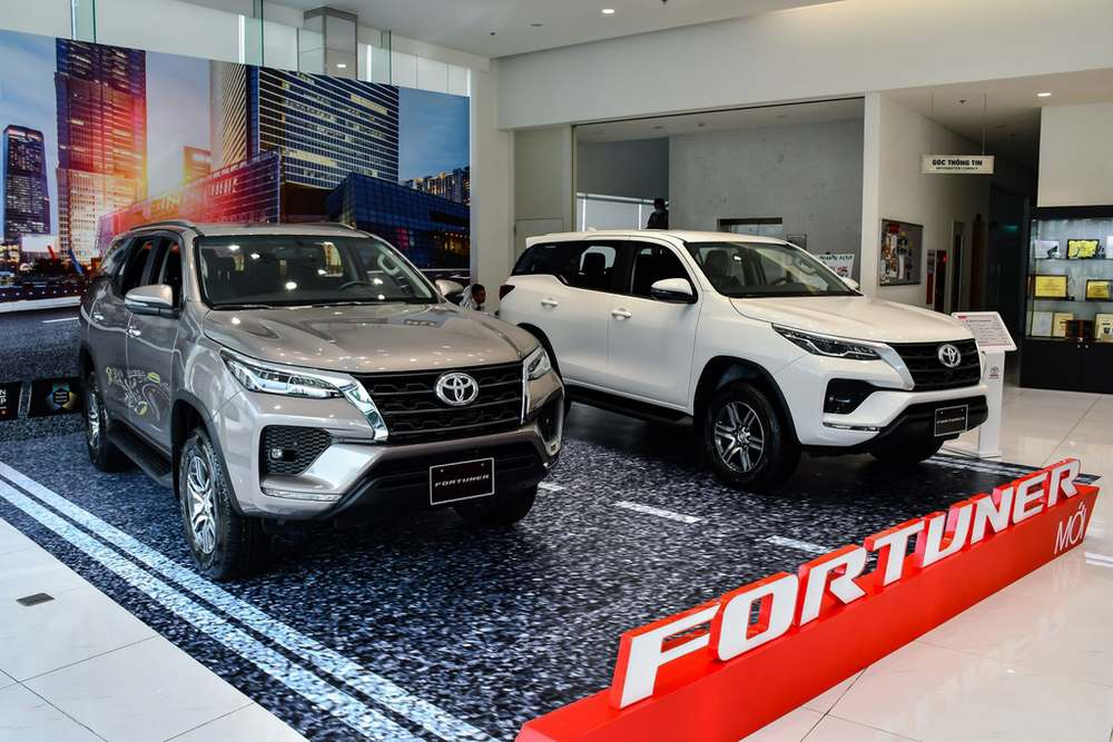 toyota-fortuner-3 (Copy).jpg